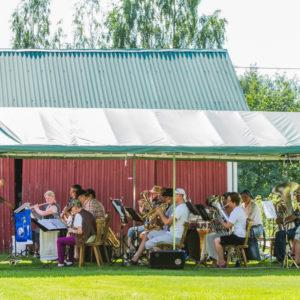 Saaristolaispäivänä Temolan Viinitilalla esiintyivät Puumalan Soittokunta ja Juvan Puhaltajat kapellimestarinaan Toni  Herrala.